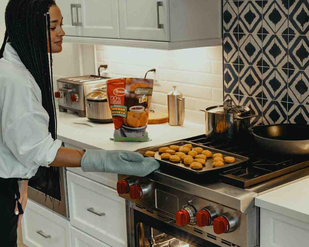 Comment faire cuire des saucisses au four