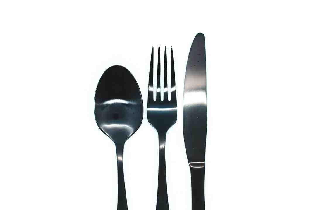 Comment utiliser correctement une fourchette et un couteau